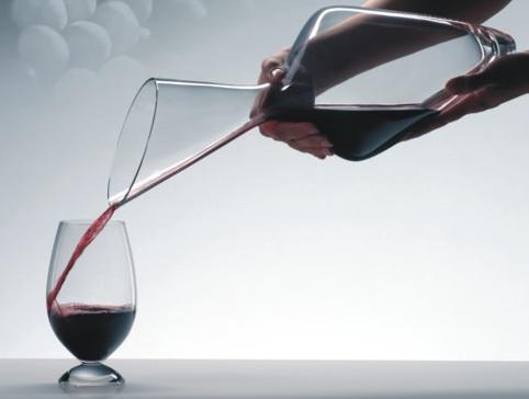Un decantador de vinos encantador
