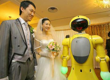 """Juez robot: """"Los declaro marido y mujer… bip"""""""