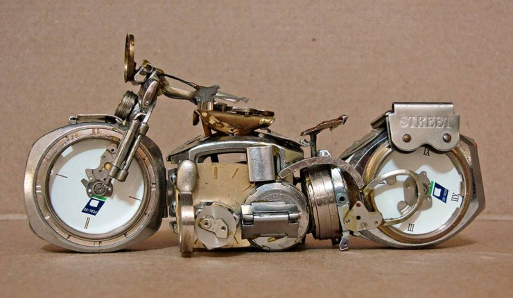 Mini-motocicletas hechas con relojes