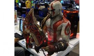 Kratos con un ordenador en su interior 1